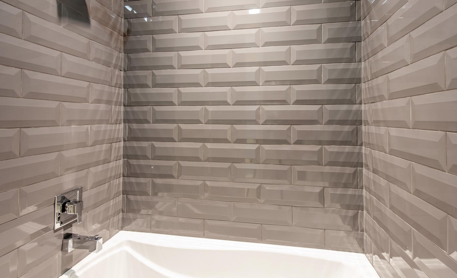 The Corrente Bello House Bath Tub Tile Detail