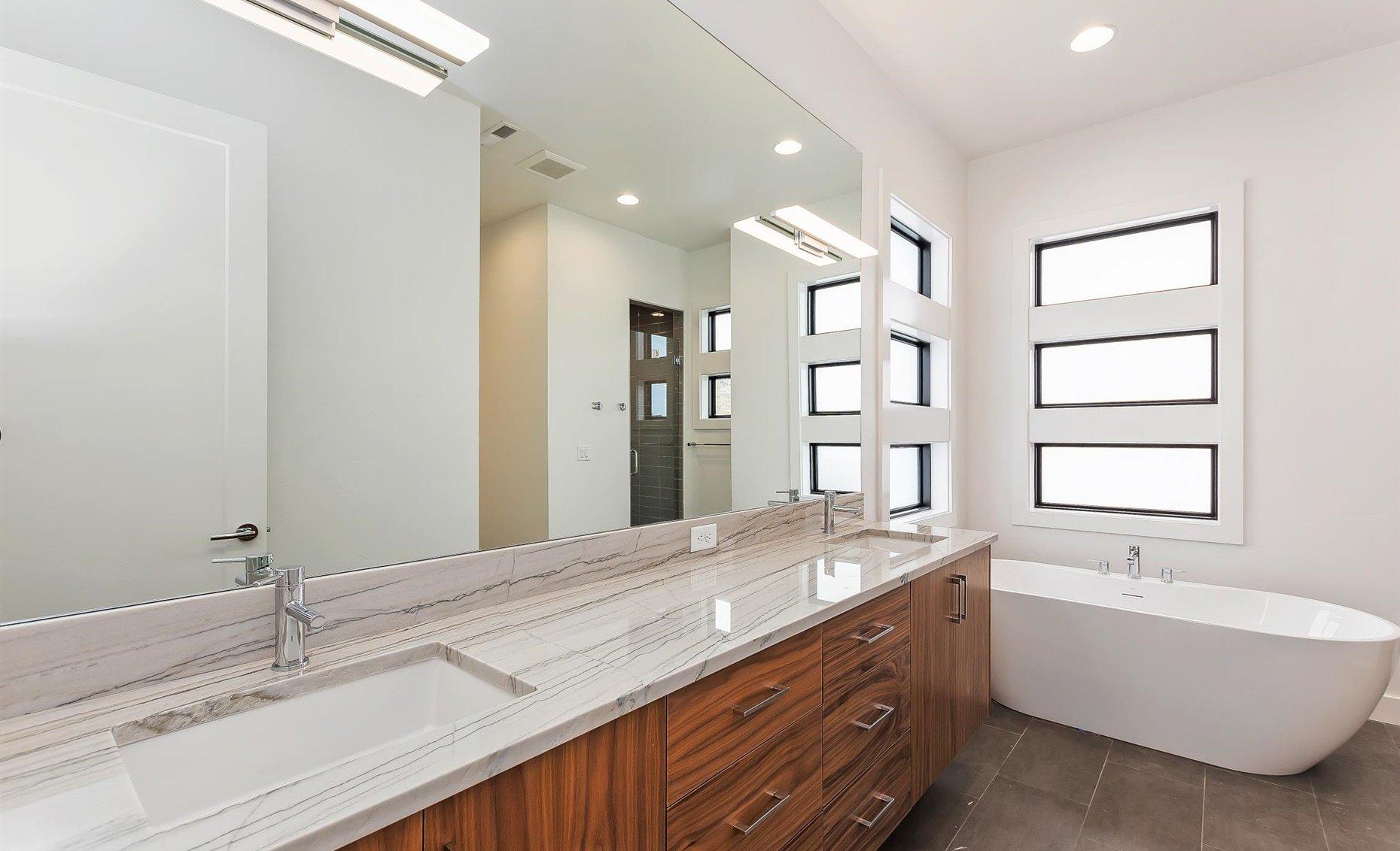 East Highland | Master bathroom