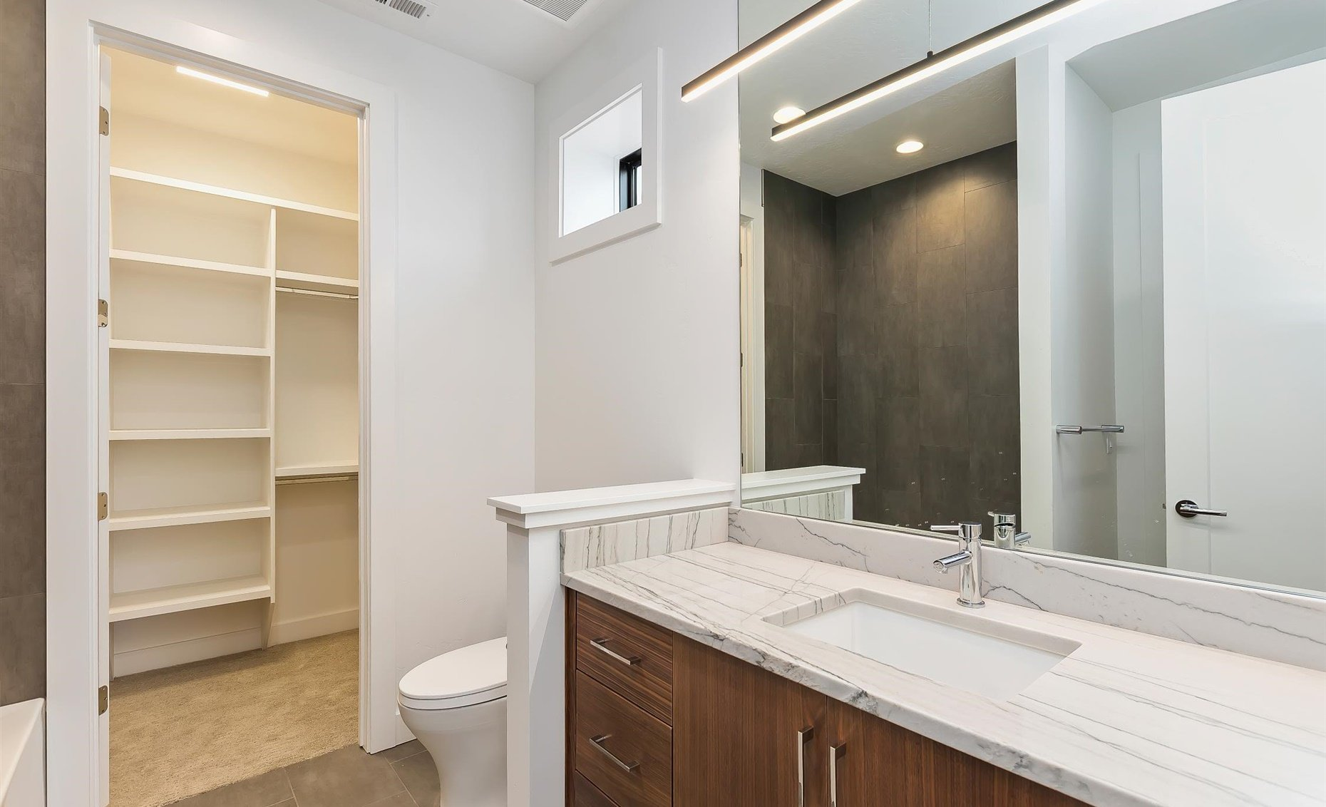 East Highland | Guest bathroom with closet