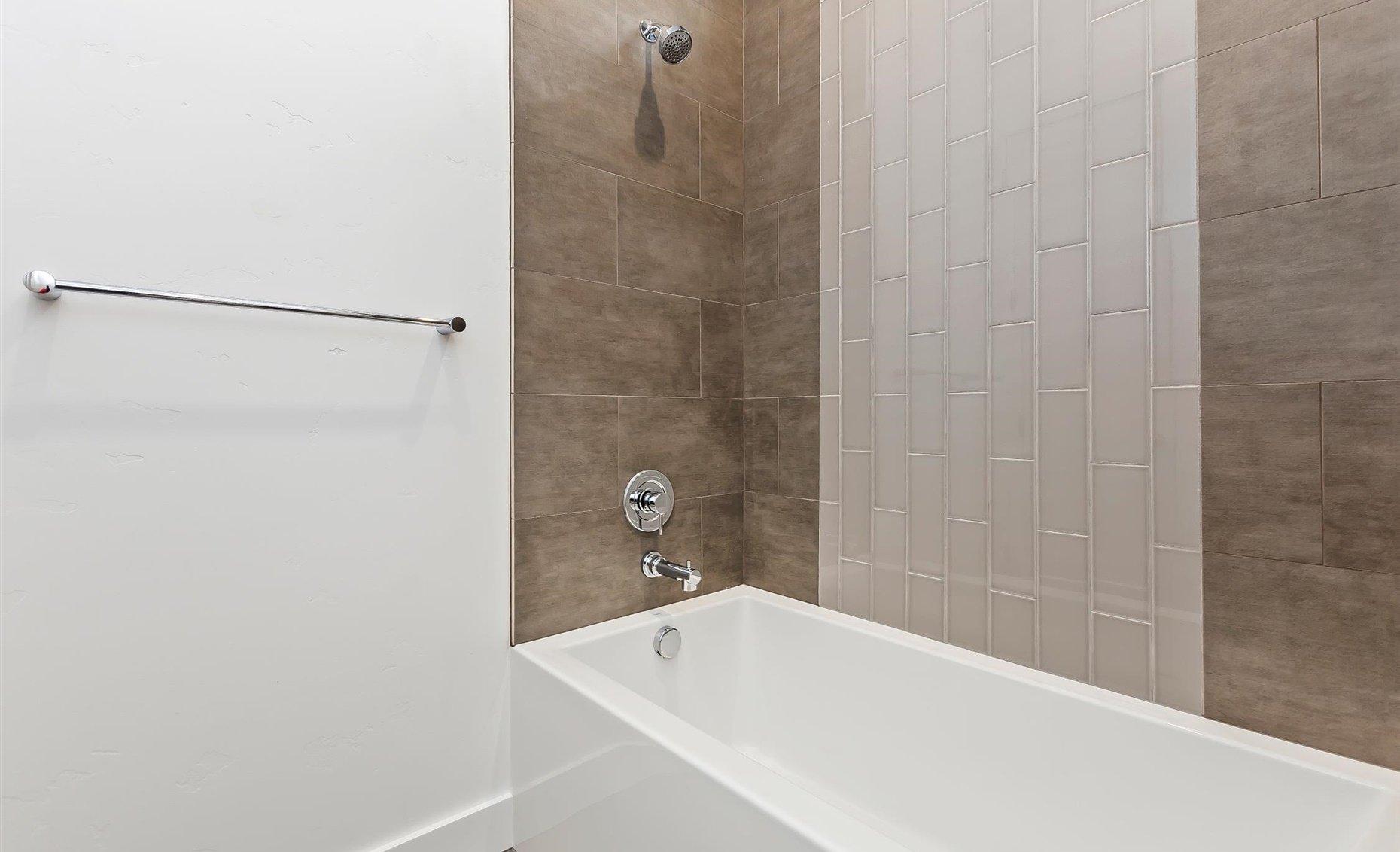 East Highland | Guest bathroom bathrub